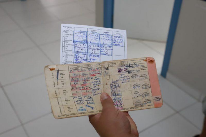 Se o usuário não sabe se recebeu ou não as vacinas, pode tomar e atualizar a carteira de imunização – Foto: Allan Carvalho/PMF/Divulgação/ND