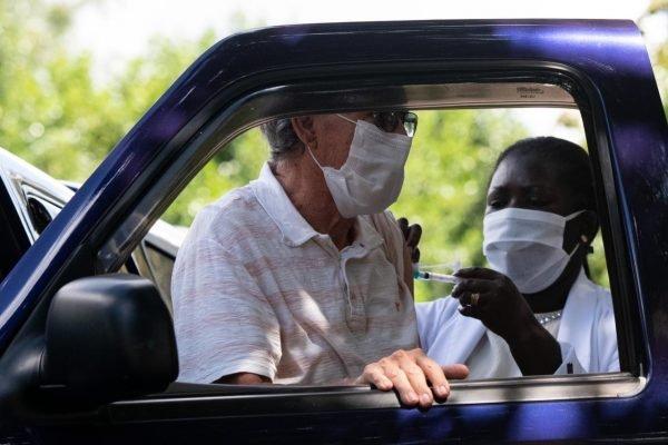 Será que apenas uma dose é capaz de proteger o vacinado contra a doença? – Foto: Hugo Barreto/Metrópoles/ND