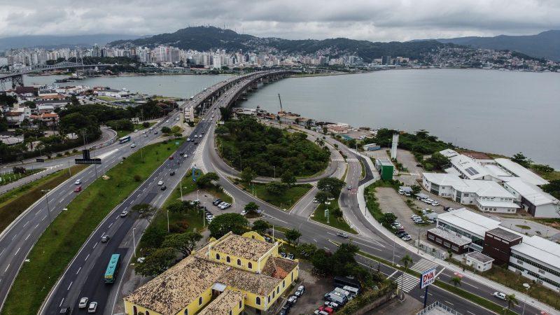 Veículos de transporte turístico que entrarem em Florianópolis terão que ter o Selo Turismo Legal – Foto: Divulgação/ND