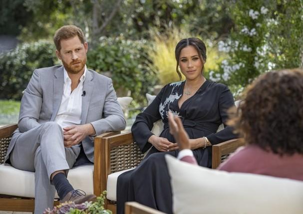 Meghan Markle e Harry em entrevista a Oprah Winfrey – Foto: Reprodução/CBS