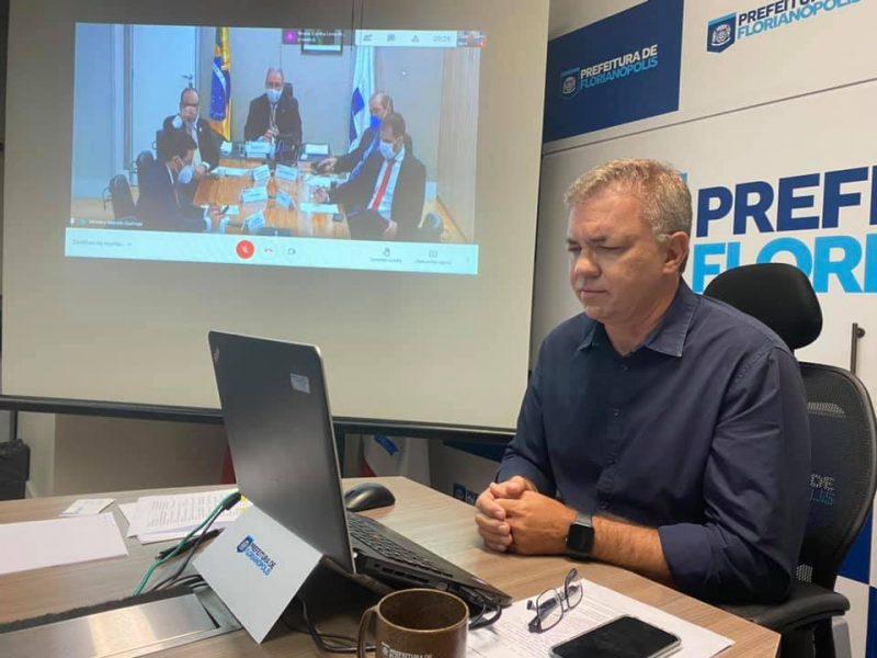 O pedido de 15 milhões de doses da vacina Sinovac foi divulgado nas redes sociais de Gean Loureiro – Foto: PMF/Divulgação/ND