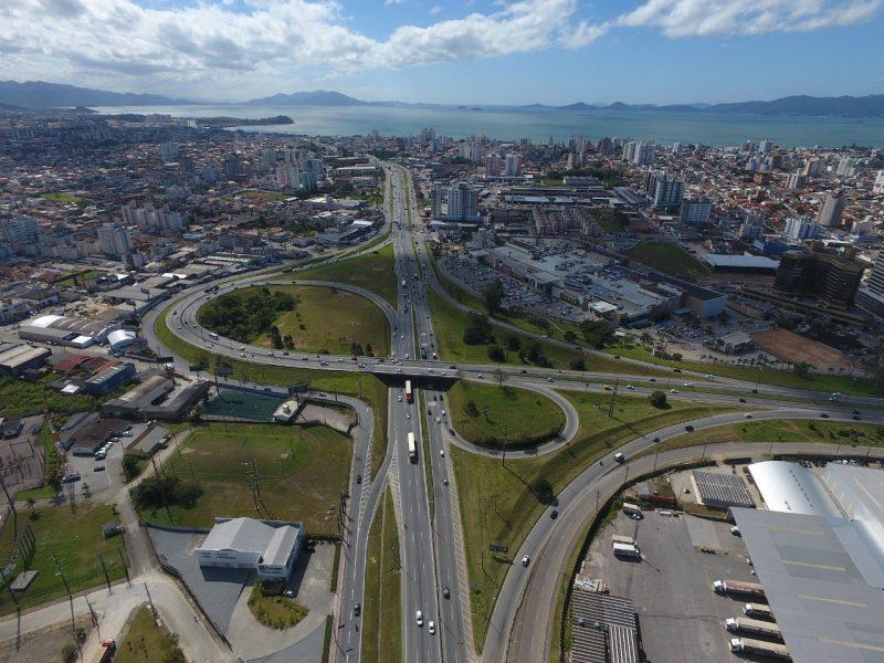 Trevo de entroncamento entre a BR-101 e BR-282, a Via Expressa, no principal acesso a capital de SC – Foto: Arteris S.A/ND/divulgação