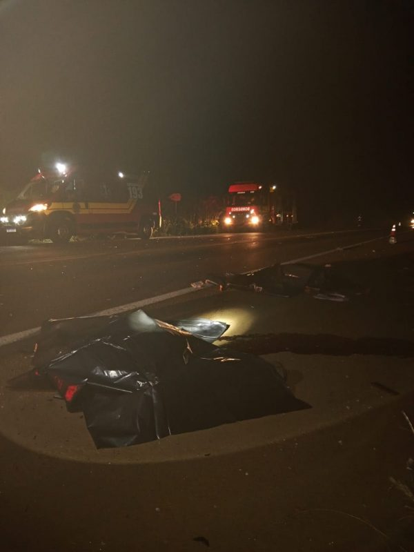 Caminhão e motocicleta bateram de frente – Foto: Corpo de Bombeiros/ND