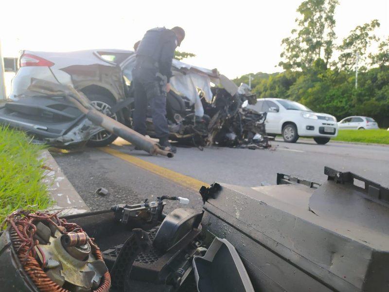 O motorista, que estava sozinho dentro do carro, fazia uso do cinto de segurança. De acordo com Ricardo Pastrana, subcomandante da GMF (Guarda Municipal de Florianópolis), isso impediu que o homem ficasse gravemente ferido – Foto: GMF/Divulgação/ND