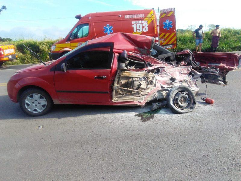As vítimas foram levadas ao hospital. A PRF fez o laudo do acidente de trânsito para apontar as responsabilidades.