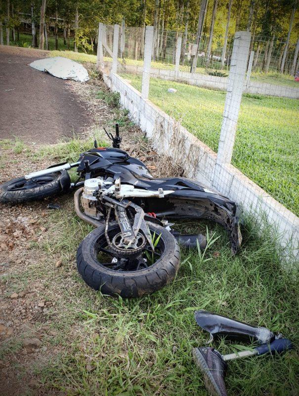 Motociclista usava uma prótese na perna – Foto: Corpo de Bombeiros/ND