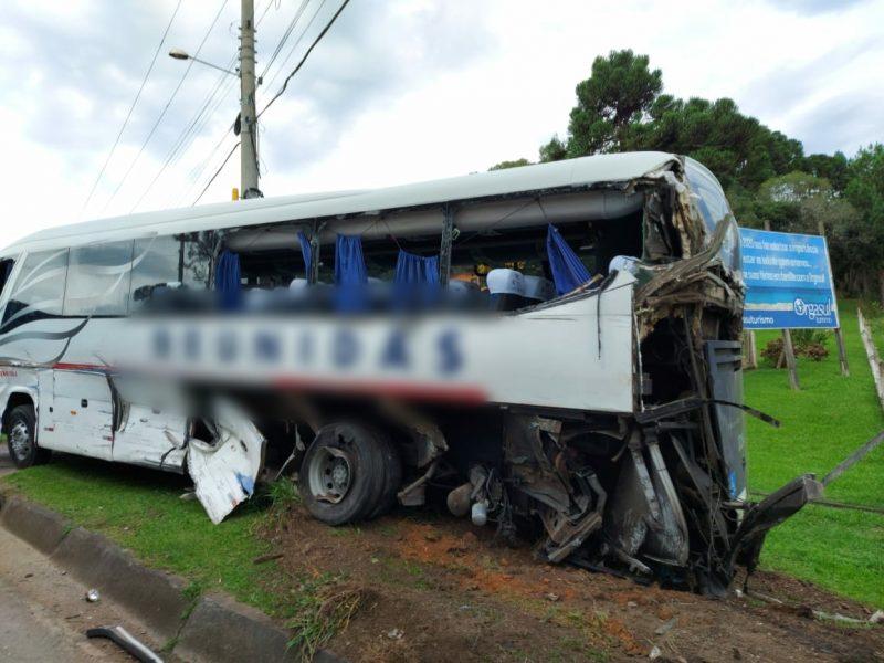 Ônibus e caminhão se envolveram em acidente em São Bento do Sul – Foto: Bombeiros Militares/Divulgação