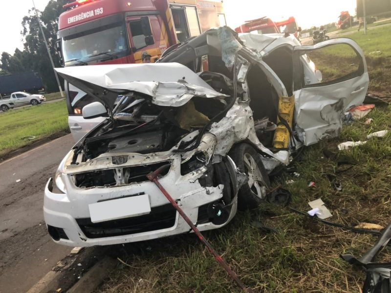 Condutora do carro ficou presa às ferragens em grave acidente – Foto: Corpo de Bombeiros Voluntários/Divulgação