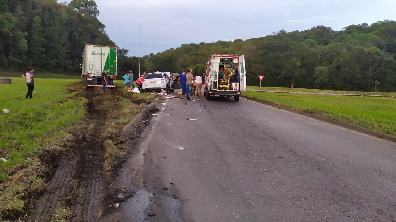 Acidente aconteceu no Trevão de Irani, entroncamento da BR-153 com a BR-282, no Meio-Oeste de Santa Catarina - Corpo de Bombeiros Voluntários/Divulgação