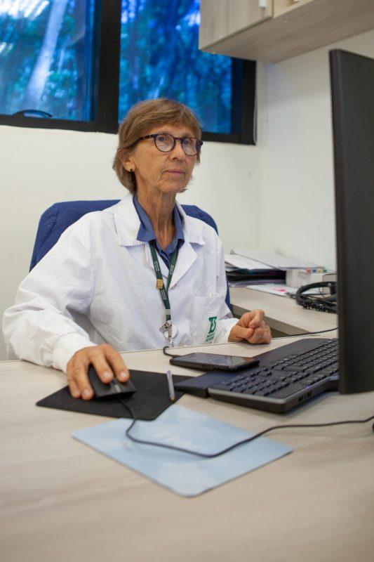 Ana é uma das pesquisadoras que atua no desenvolvimento de um soro anti-covid no instituto – Foto: Rafael Simões