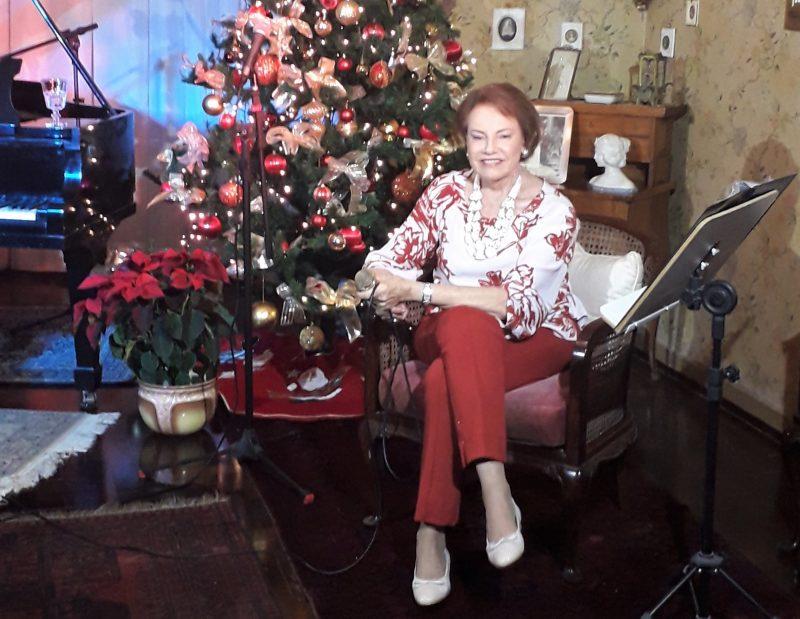 Annita Hoepcke da Silva em 6 de dezembro de 2020, na sede do Instituto Carl Hoepcke, onde apresentou o Sarau de Natal – Foto: Instituto Carl Hoepcke/Divulgação/ND