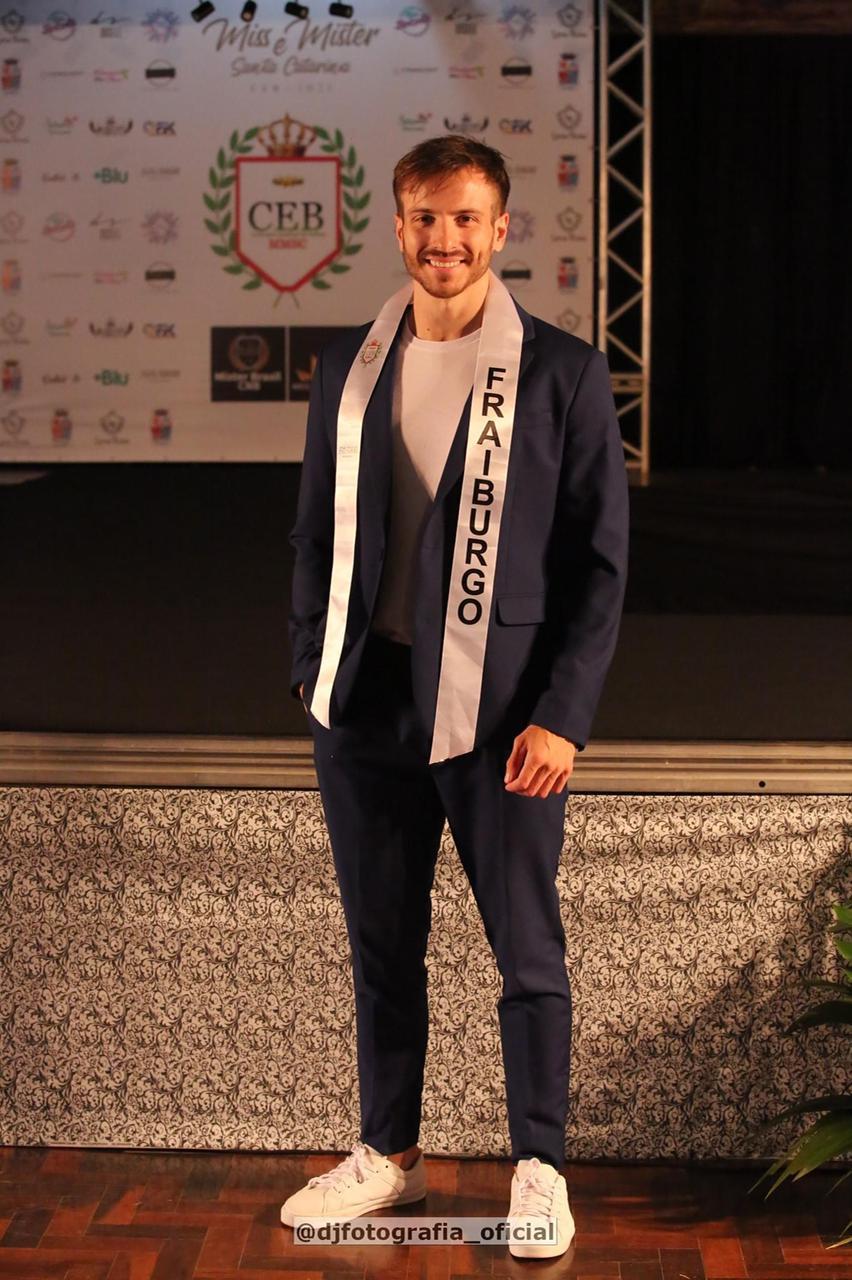 Em quarto Lugar na categoria Mister está Gleidson Moraes de Fraiburgo - DJ Fotografia