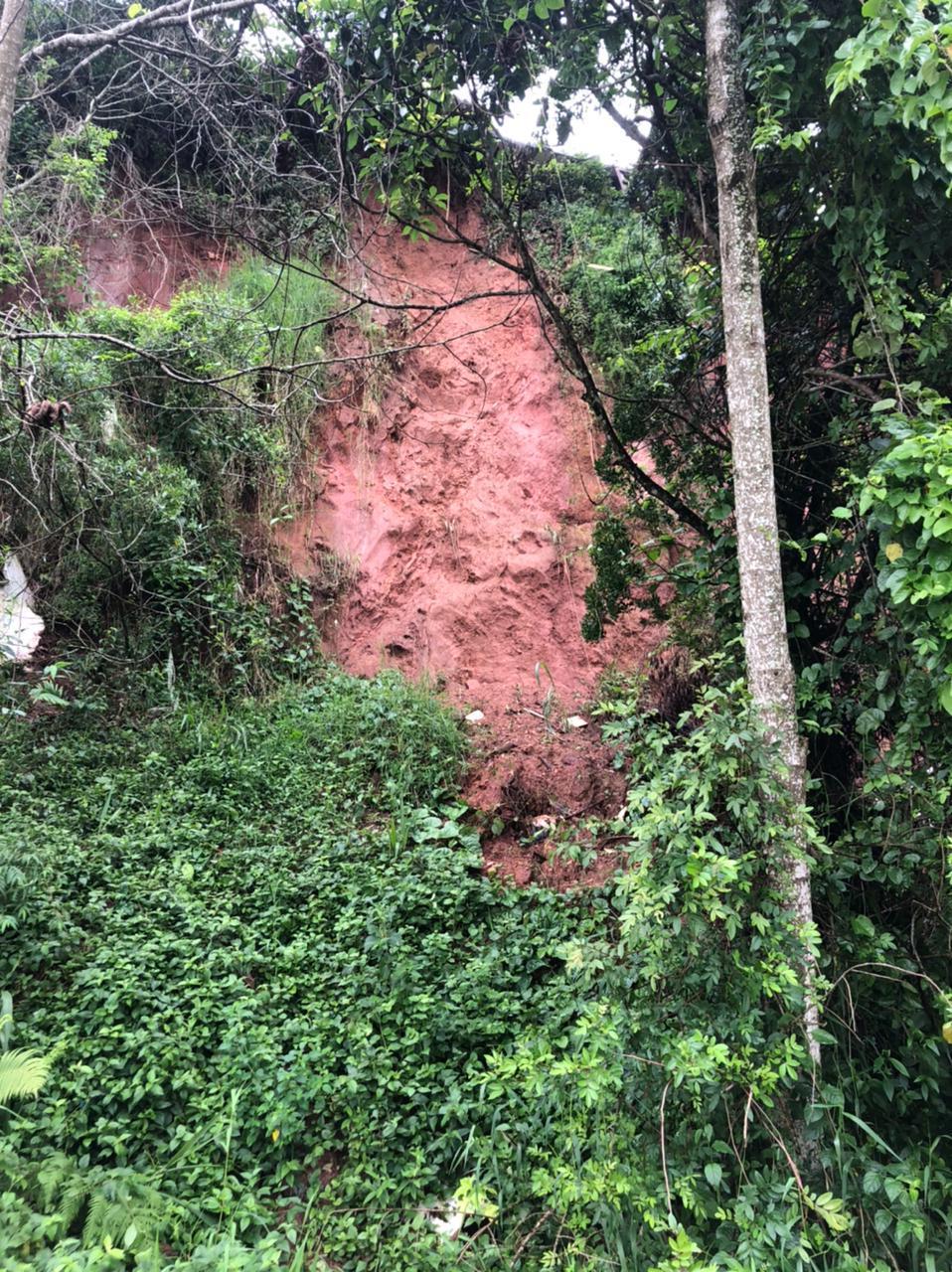 Pequenos deslizamentos de terra foram registrados em diversos pontos de Camboriú - Secom Camboriú/Divulgação
