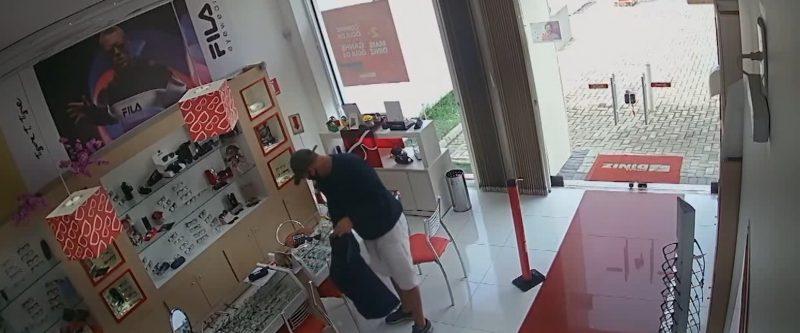 Criminosos atuaram em pelo menos três roubos a joalherias em Joinville – Foto: Reprodução/ND