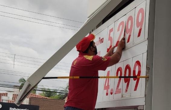 Postos começam a reajustar valor da gasolina nas bombas; não é notícia repetida, embora as vezes pareça – Foto: Stêvão Limana/NDTV