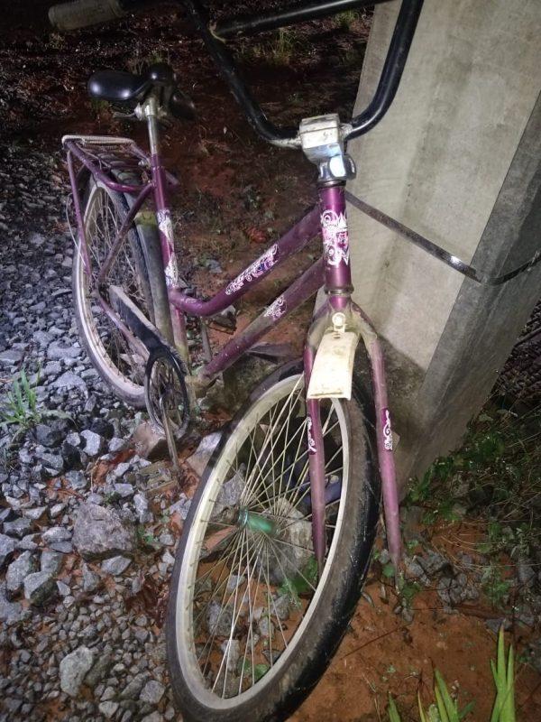 Ciclista foi encaminhado em estado grave ao hospital – Foto: PMRv/Divulgação