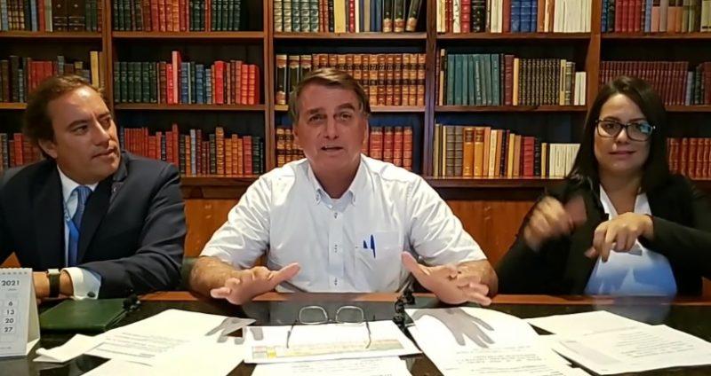 Bolsonaro em live nas redes sociais durante esta quinta (4) – Foto: Reprodução/Facebook