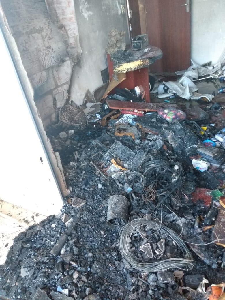 Quitinete em que vivia o casal ficou destruída - CBM/Divulgação