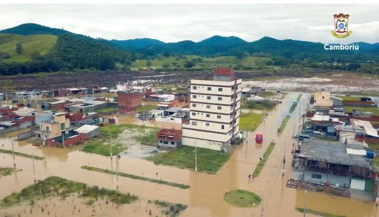 Em três horas choveu aproximadamente 70 milímetros - Secom Camboriú/Divulgação