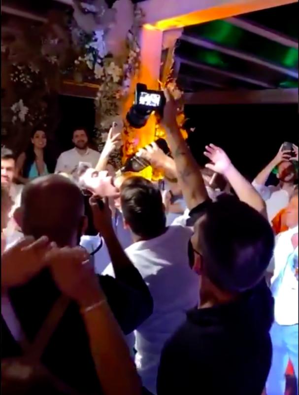 Dupla sertaneja se apresenta em festa de casamento mesmo com restrições em Santa Catarina – Foto: Redes Sociais/Reprodução