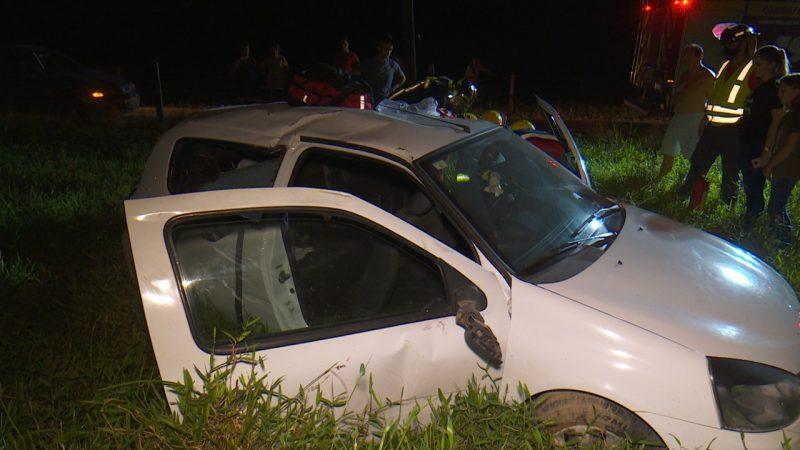 Motorista do veículo perdeu o controle e capotou em um pasto – Foto: Ricardo Alves/NDTV