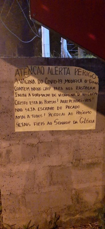 Cartazes com fake news sobre a vacina contra Covid-19 foram espalhados por Criciúma – Foto: Prefeitura de Criciúma/Divulgação