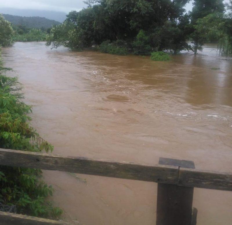 Nível do rio Cubatão preocupou e ponte chegou a ser interditada – Foto: Redes Sociais/Divulgação