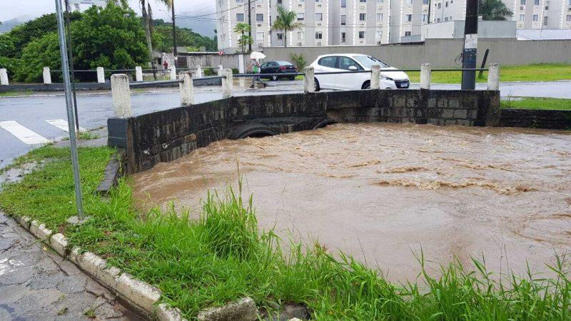 Nível do Rio Camboriú, assim como o Cubatão, subiu drasticamente ainda durante o fim de semana – Foto: Secom BC/Divulgação