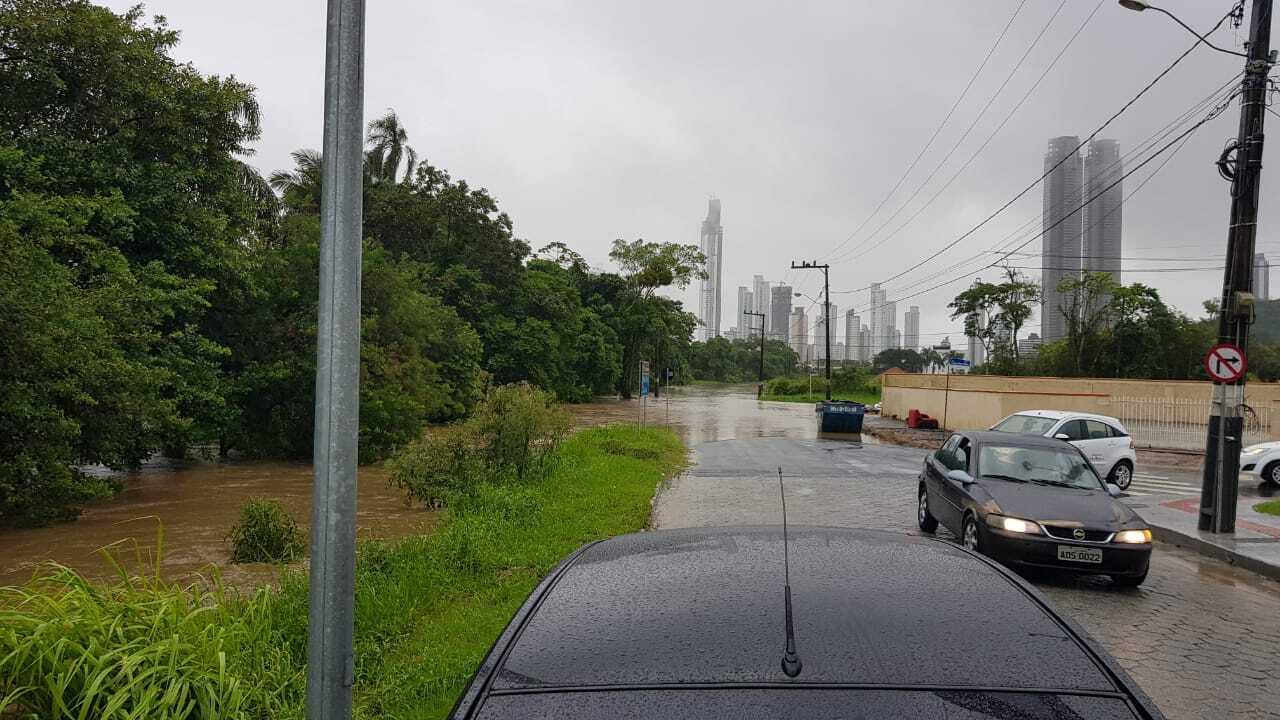 Diversas vias ficaram alagadas em Balneário Camboriú - Secom BC/Divulgação
