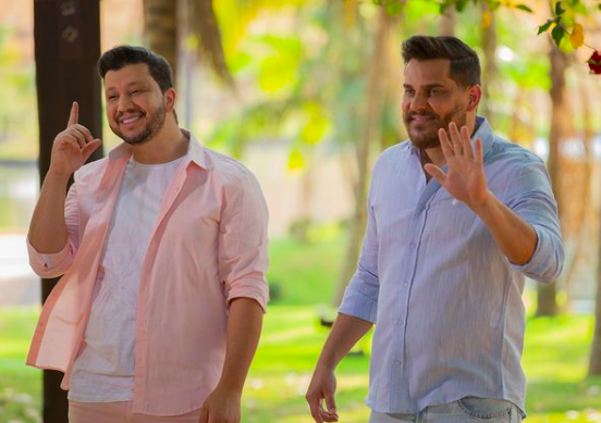 Dupla Cleber e Cauan se apresentaram em festa de casamento mesmo com festas proibidas em Santa Catarina – Foto: Redes Sociais/Reprodução