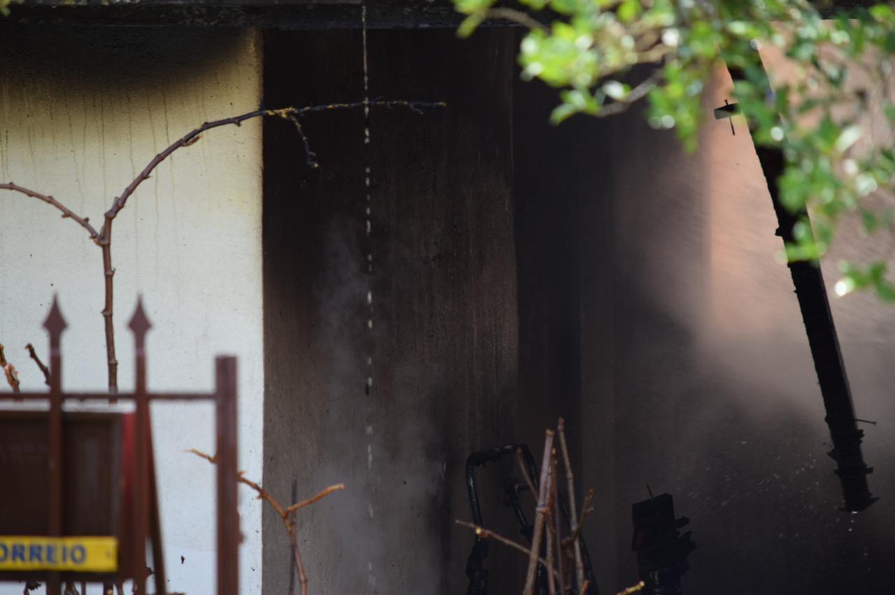 Incêndio foi registrado na rua La Salle, no Centro de São Miguel do Oeste. Equipes do Corpo de Bombeiros e da Polícia Militaram atuaram na ocorrência. - Cristian Lösch/Portal Peperi/Reprodução/ND