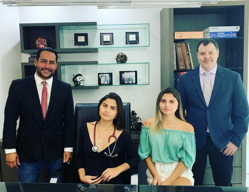 Mayla e Sofia fizeram a cirurgia em Blumenau, pelos médicos Claudio Eduardo de Souza e José Carlos Martins Júnior – Foto: Reprodução Instagram