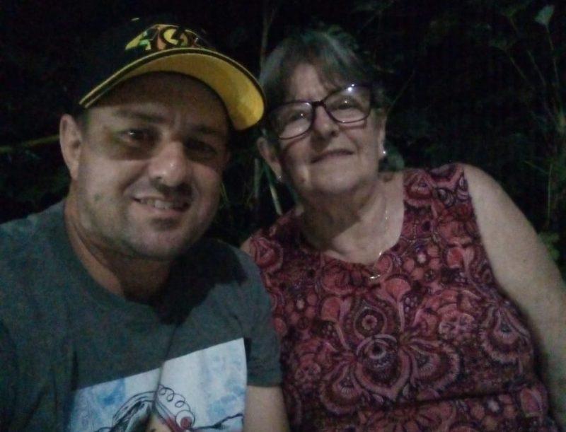 Daniel ao lado da mãe Margarida que também está internada na UPA a espera de um leito de UTI para Covid-19