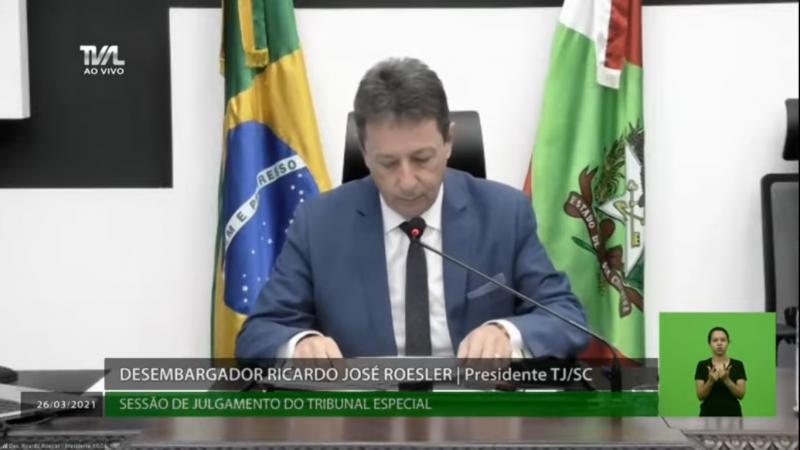 Ricardo Roesler dá início a sessão – Foto: TV AL/Divulgação/ND