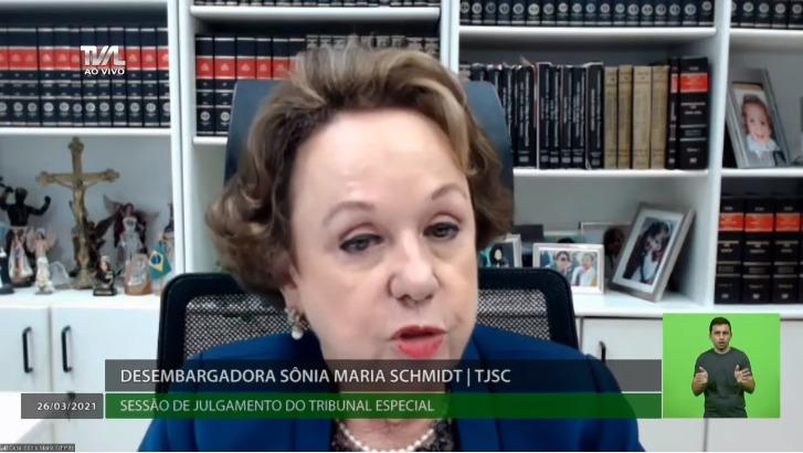 Desembargadora Sônia Schmitz proferiu segundo voto a favor do impeachment do governador de SC – Foto: TV Alesc/Reprodução