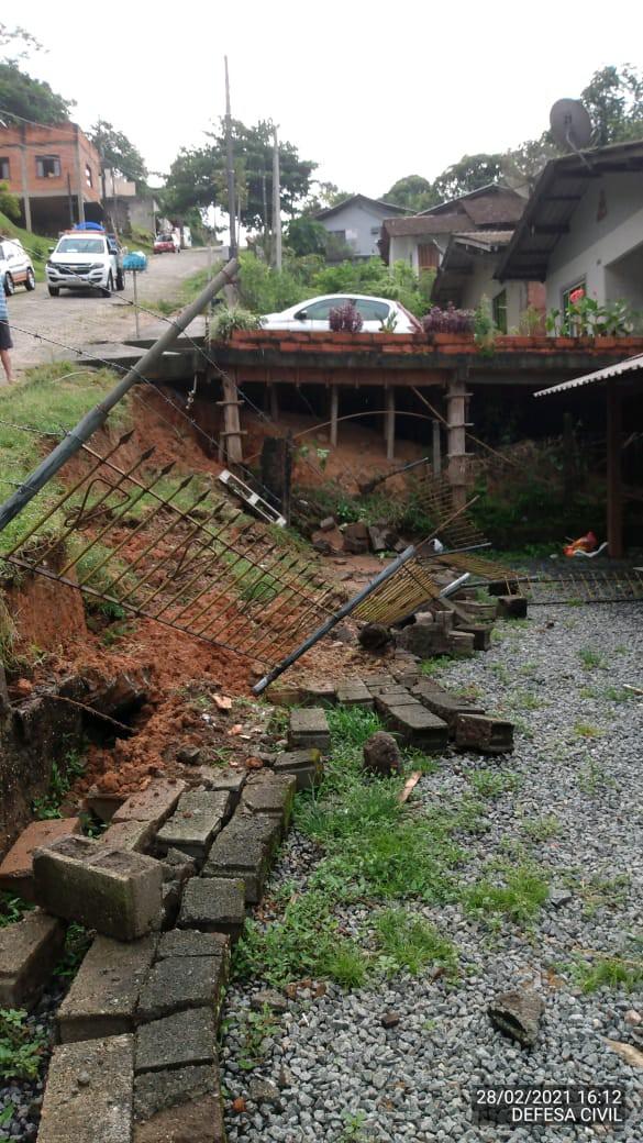 Defesa Civil registra deslizamento de terra e quedas de muros no último fim de semana em Blumenau - Divulgação/Defesa Civil Blumenau