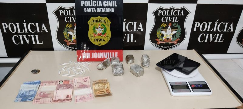 Delegacia de Homicídios também apreendeu drogas em uma das casas alvo da operação – Foto: Polícia Civil/Divulgação