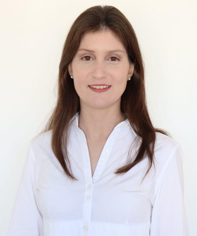 Dra . Adriana Ferraz, Médica Ortopedista e Traumatologista do InCOT – Médica Ortopedista e Traumatologista – Ortopedia Pediátrica – CRM/SC 15877 RQE 10802 – Foto: Divulgação