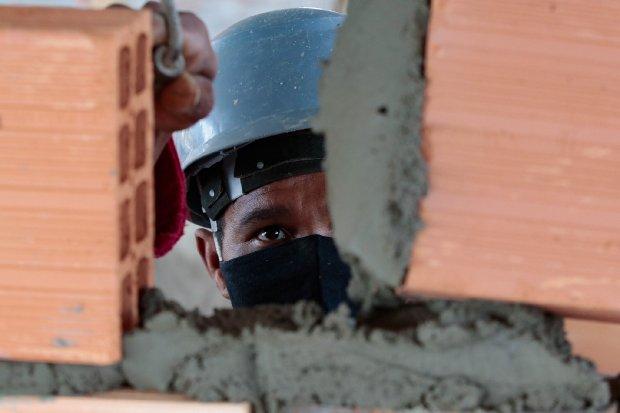 Governador Carlos Moisés sanciona lei que reajusta o salário mínimo regional – Foto: Mauricio Vieira / Arquivo / Secom