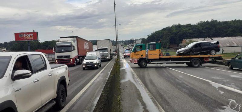 Rodovia chegou a ter quatro km de retenção enquanto as equipes atendiam o acidente – Foto: Gladionor Ramos/NDTV