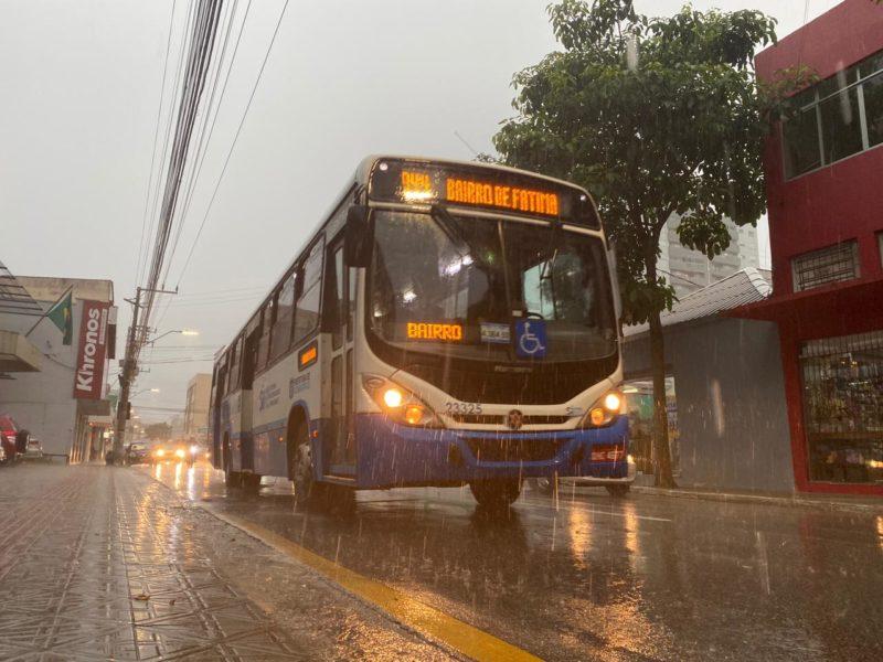 Chuva chegou com força no bairro Estreito, na Capital – Foto: Gustavo Bruning/ND