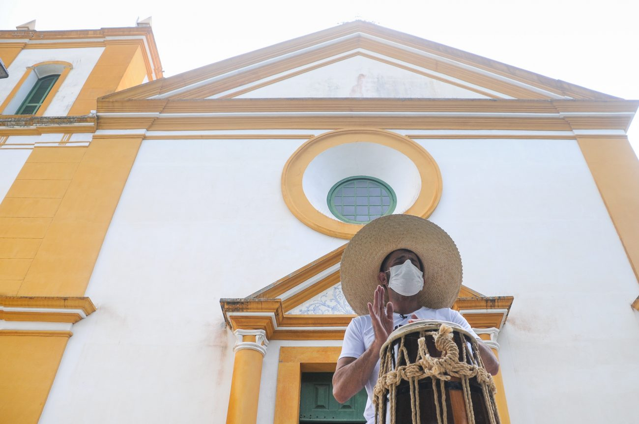 Fabio Augusto de Oliveira, o contramestre Queixo, ensina capoeira há 27 anos em São José - Leo Munhoz/ND