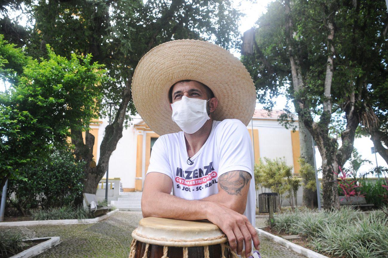 Em comemoração ao aniversário de São José, contramestre Queixo irá se apresentar com o Grupo Muzenza - Leo Munhoz/ND