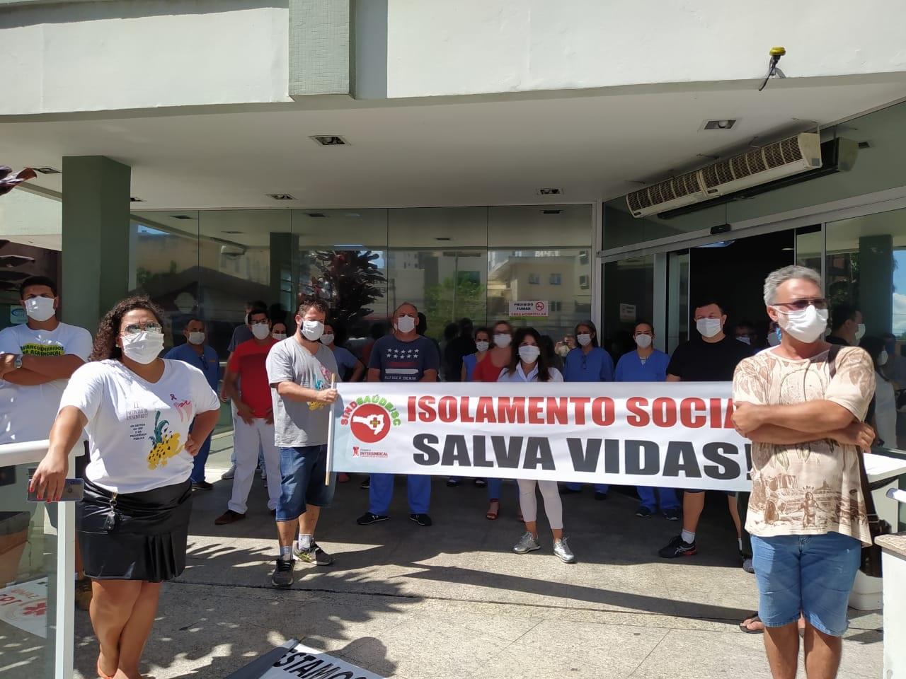 Divulgação/Sindsaúde - Faixa em defesa ao isolamento social