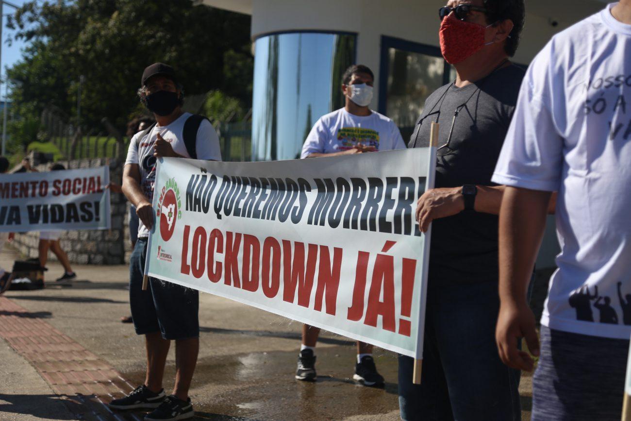 Divulgação/Sindsaúde - Faixa em defesa ao lockdown