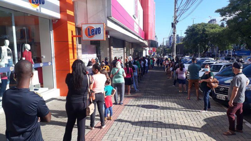 Foram registradas grandes filas sem o distanciamento social de um 1,5 metro – Foto: Prefeitura de Chapecó/ND