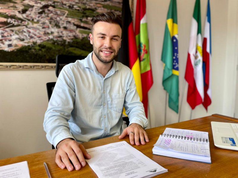 Filipe Schmitz assumiu interinamente a Prefeitura de Antônio Carlos – Foto: Divulgação/ND