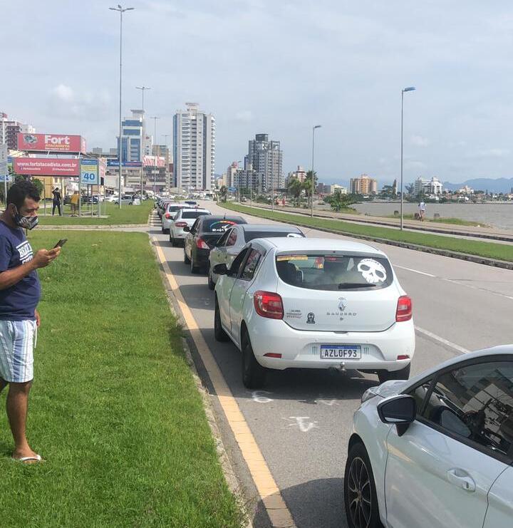 Manifestação de motoristas de aplicativo ocorre nesta quarta (17), em Florianópolis – Foto: Jorge Pires/Reprodução/ND