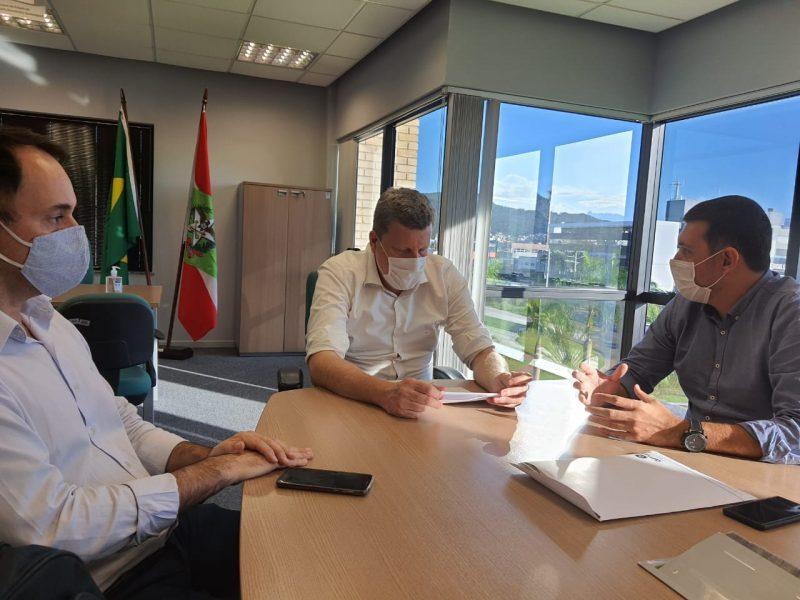 Piter Santana na Secretaria Desenvolvimento Econômico de Florianópolis – Foto: Ampe/Divulgação/ND