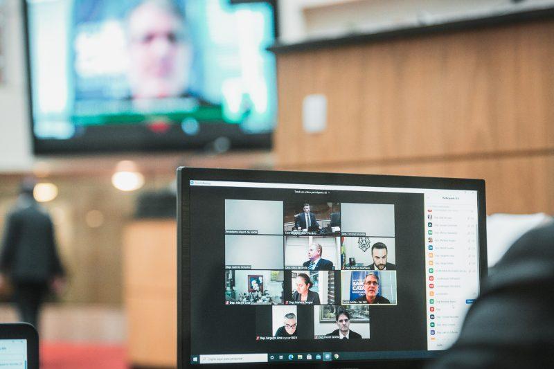 Secretário de Saúde, André Motta Ribeiro, participou de reunião virtual e expôs a situação do Samu em SC – Foto: Bruno Collaço / Agência AL / Divulgação / ND